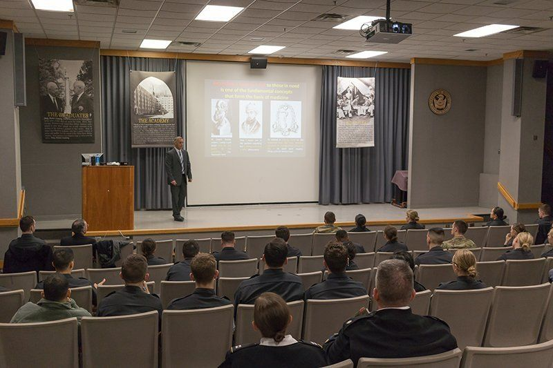 Dr. Eyal Sela speaking to pre-med students, faculty and staff at West Point Military Academy